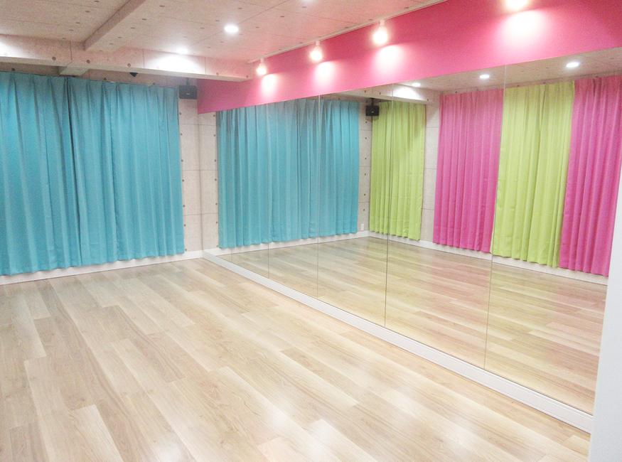 川崎市鹿島田商店街「ティーズダンスルーム」防音、断熱構造